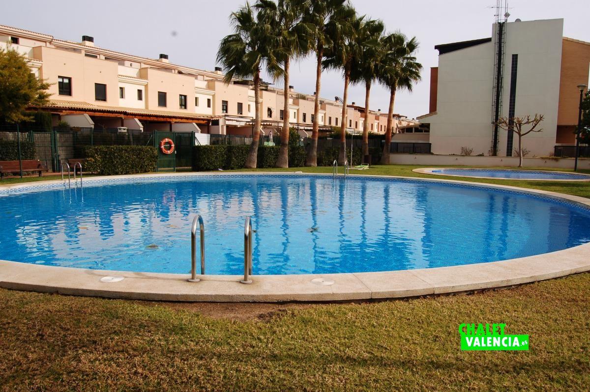 Moderno adosado con piscina en san antonio chalet valencia for Piscina climatizada valencia