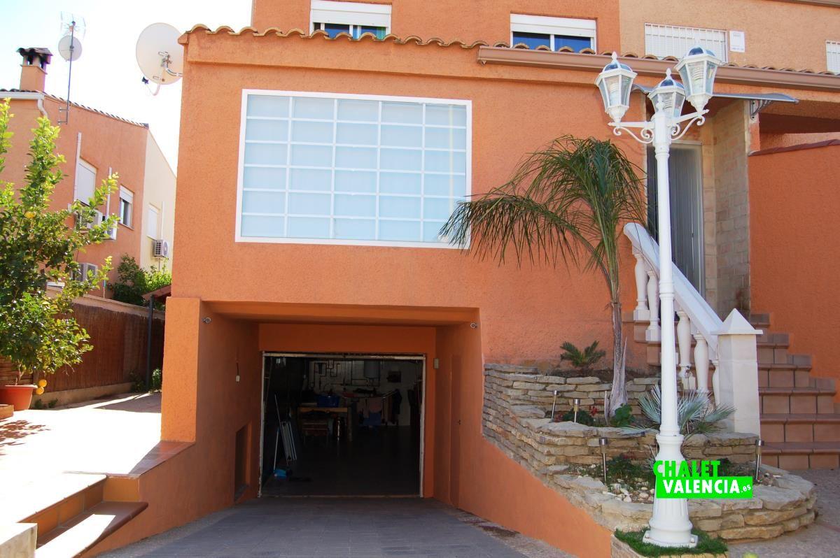 Semi detached house maravisa with modern style chalet - Puertas de chalet ...