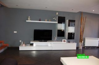 20297-maravisa-pareado-salon-tv-chalet-valencia