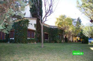 20359-jardin-fachada-2-betera-chalet-valencia