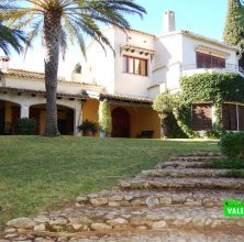 Mansion with 20000m2 in La Conarda Bétera