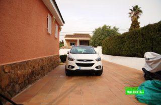 21324-exterior-coches-entrepinos-chalet-valencia