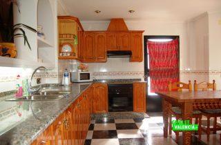 21366-cocina-grande-chalet-valencia