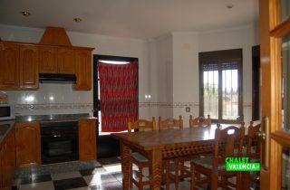 21366-cocina-grande-con-vistas-chalet-valencia