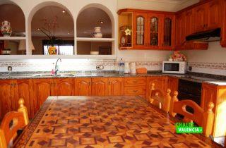 21366-cocina-mesa-chalet-valencia