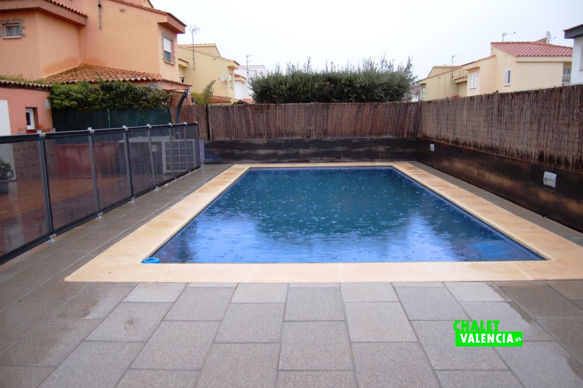 Chalet con piscina en la reva riba roja chalet valencia - Piscinas para chalets ...