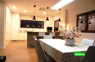 22371-cocina-mesa-lujo-montepilar-chalet-valencia