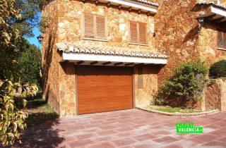 22525-exterior-entrada-garaje-2-la-eliana-chalet-valencia
