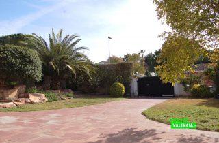 22525-exterior-entrada-jardin-la-eliana-chalet-valencia
