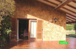 22525-exterior-terraza-entrada-salon-la-eliana-chalet-valencia