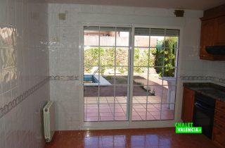 22705-cocina-lavadero-piscina-colinas-san-antonio-chalet-valencia