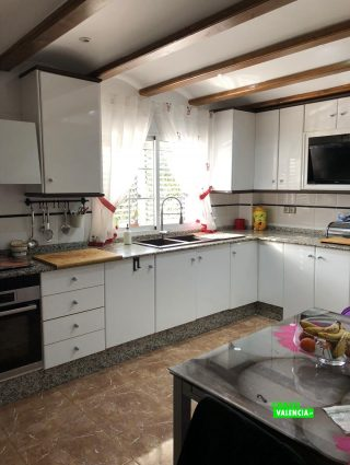 23008-cocina-mesa-chalet-valencia