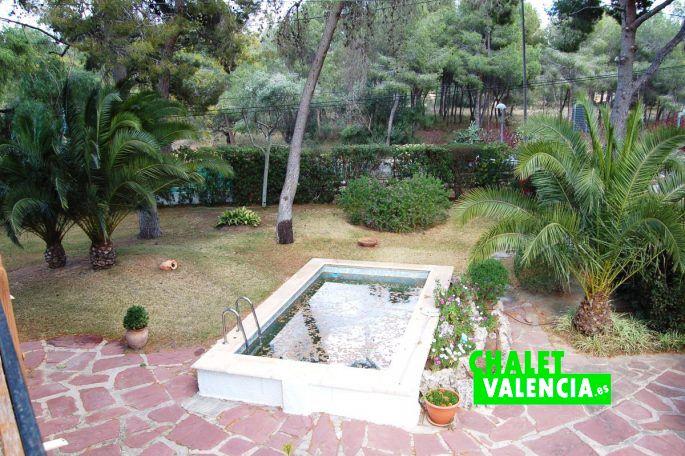 Oportunidad de chalet para negocio en la ca ada chalet for Piscina jardin valencia