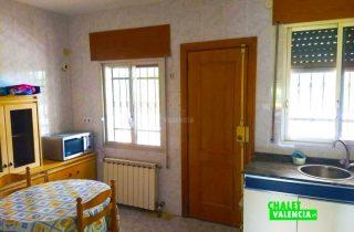 23468-cocina-terraza-chalet-valencia-montesol
