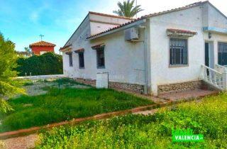 23468-entrada-jardin-piscina-chalet-valencia-montesol