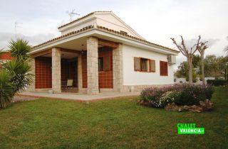 23567-entrada-jardin-terraza-la-pobla-chalet-valencia