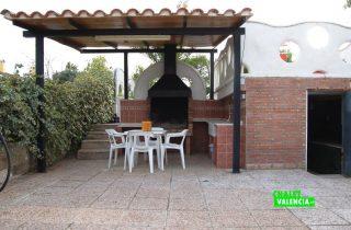 23567-exterior-zona-paellero-la-pobla-chalet-valencia