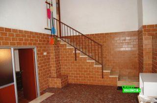 23567-sotano-escaleras-la-pobla-chalet-valencia