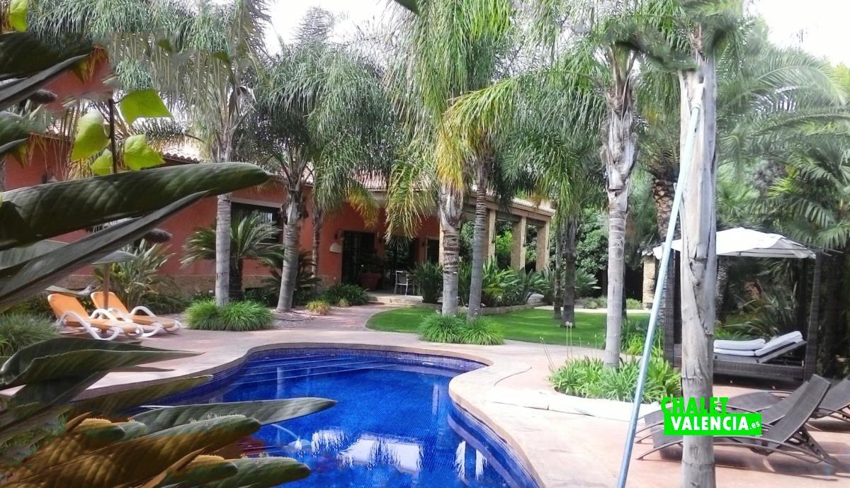 Grand maison de luxe entrepinos l 39 eliana chalet valencia for Calcul chauffage piscine