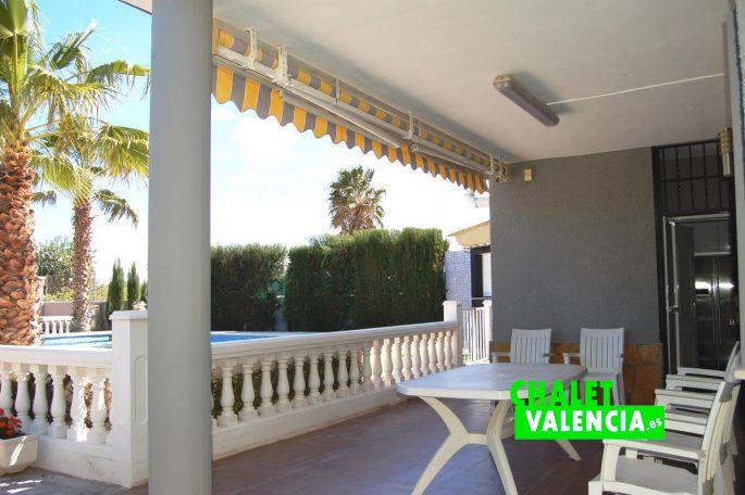 Moderno chalet con piscina a 20km de valencia chalet for Alencea piscine alencon