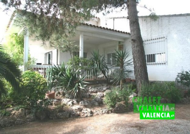 G1827-Terraza-desde-jardin_chaletValencia