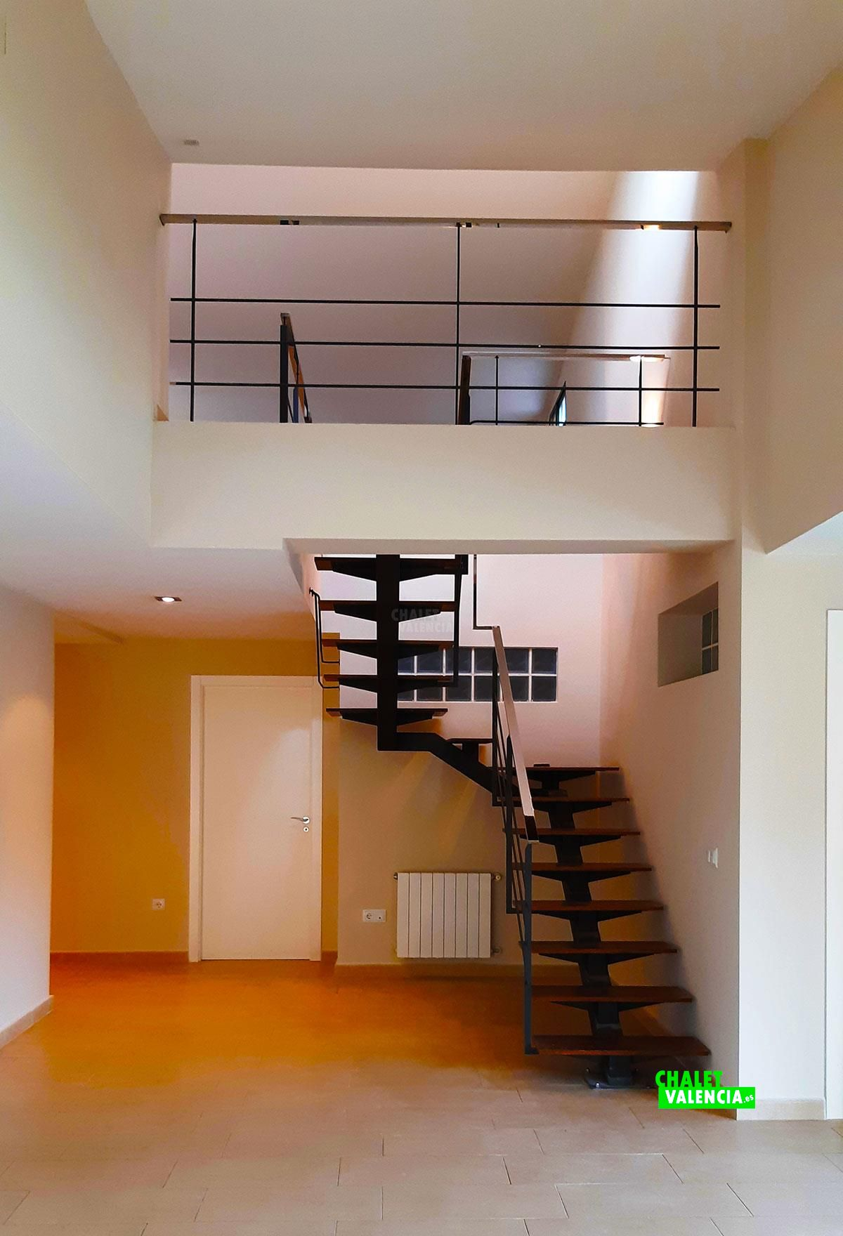25500-escaleras-leliana-chalet-valencia