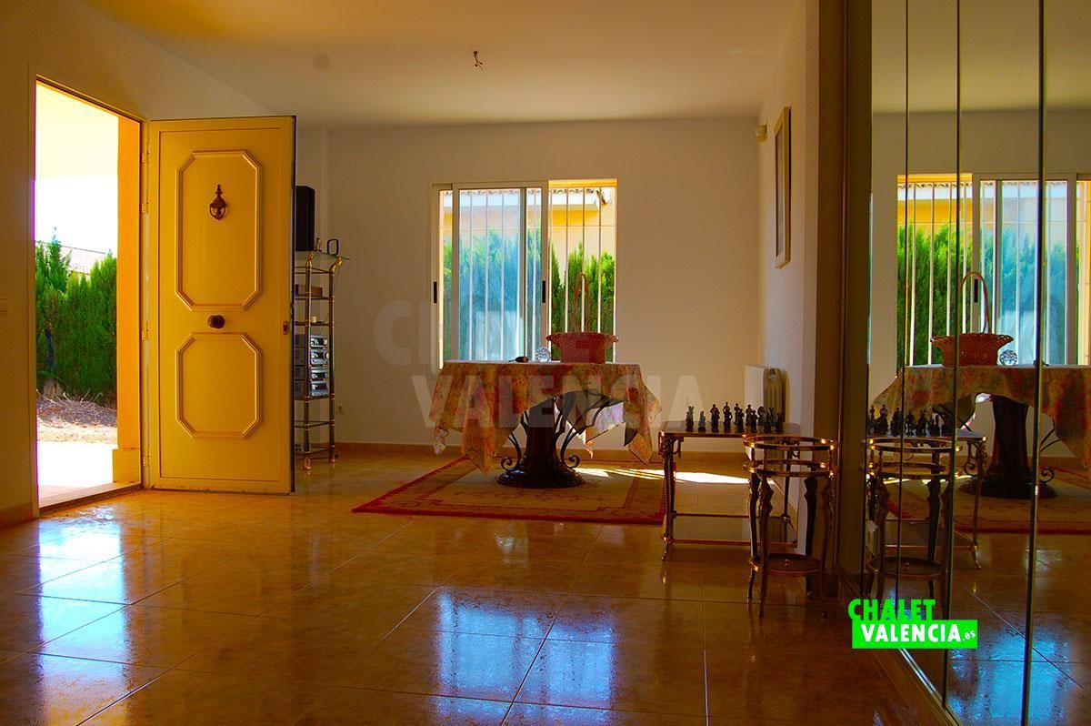 26895-entrada-salon-comedor-chalet-valencia