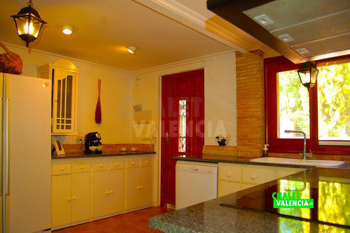 27071-cocina-grande-chalet-valencia