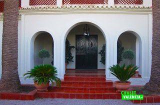 27675-entrada-masia-chalet-valencia