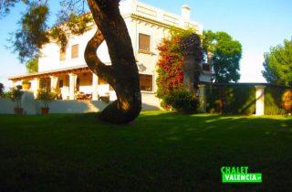 27675-exterior-jardines-chalet-valencia