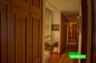 27733-pasillo-ventanal-chalet-valencia