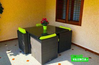 28563-terraza-mesa-chalet-valencia