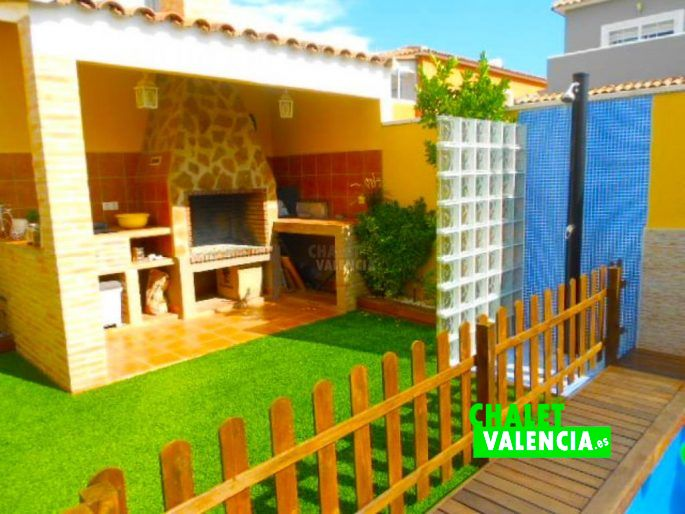 Bonito paellero cubierto Chalet Valencia