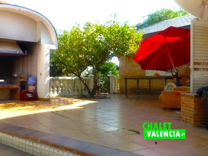 Paellero chalet vanguardista Parque Montealcedo