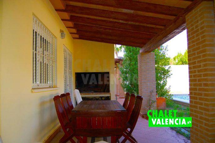 Bonita terraza y piscina Mas Camarena Valencia