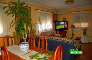 29378-salon-comedor-tv-chalet-valencia