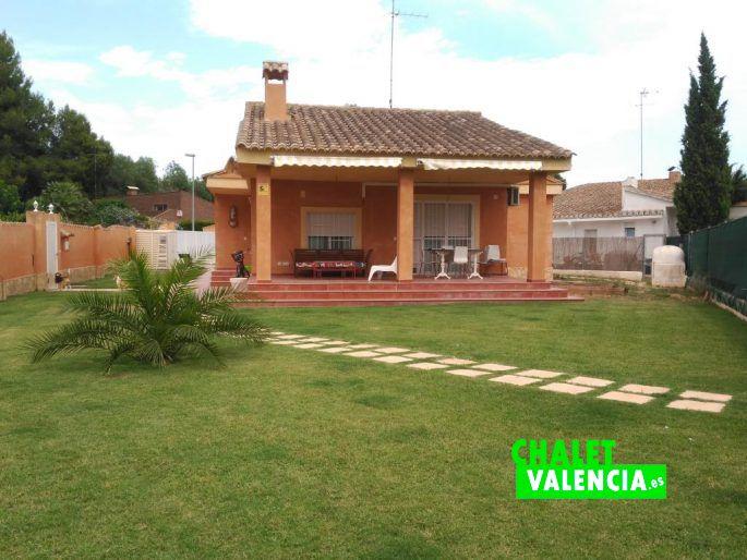 Jardín chalet Hendaya L'Eliana