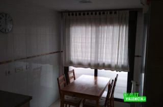 29582-cocina-mesa-2-chalet-valencia