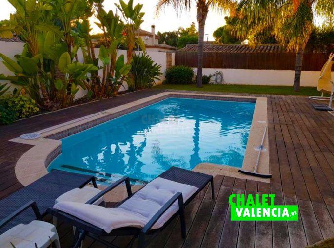 Piscina con ambiente relajante Valencia