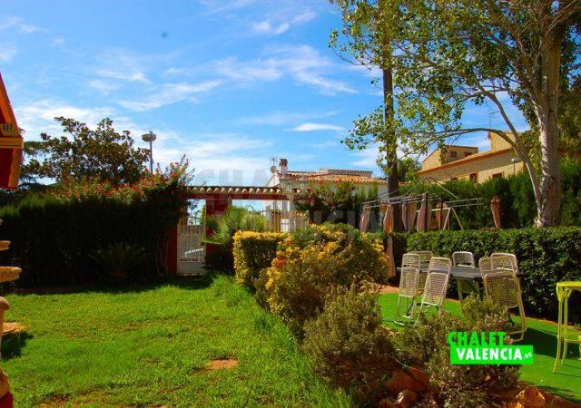 29783-jardin-entrada-calle-chalet-valencia