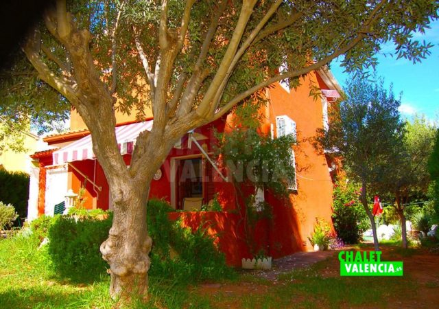 29783-jardin-zona-entrada-lateral-chalet-valencia
