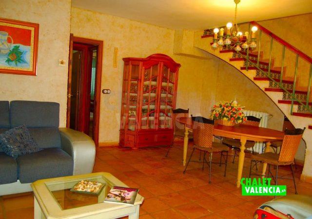 29783-salon-comedor-escaleras-chalet-valencia