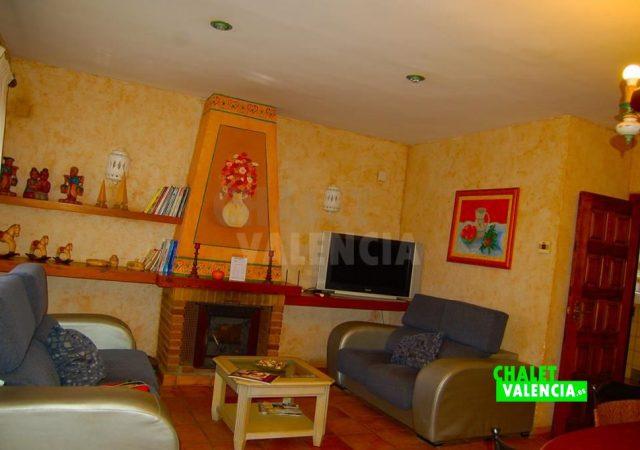 29783-salon-con-chimenea-chalet-valencia