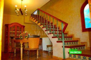 29783-salon-escaleras-3-chalet-valencia