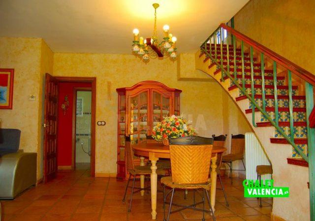 29783-salon-escaleras-chalet-valencia