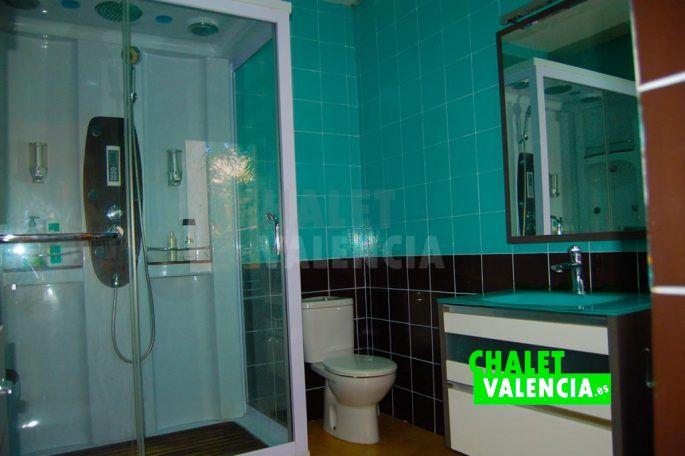 Baño con ducha SPA