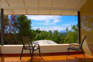 Chalet con vistas y piscina cubierta