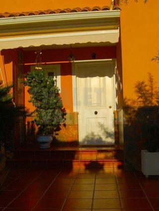 30327-exterior-entrada-puerta-chalet-valencia