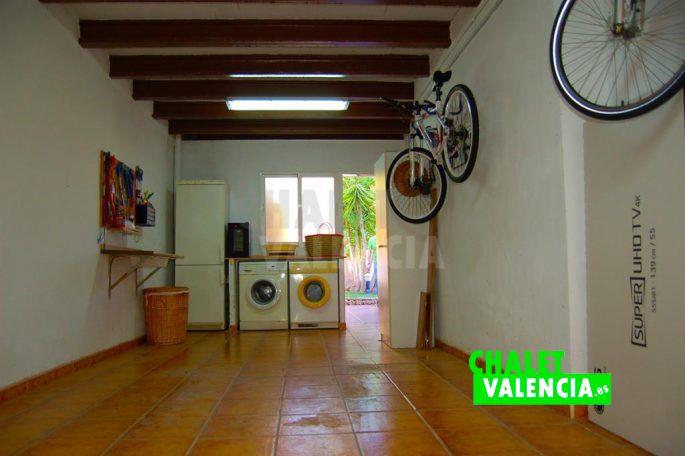 Garaje con lavadero independiente