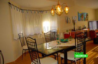30327-salon-comedor-mesa-chalet-valencia